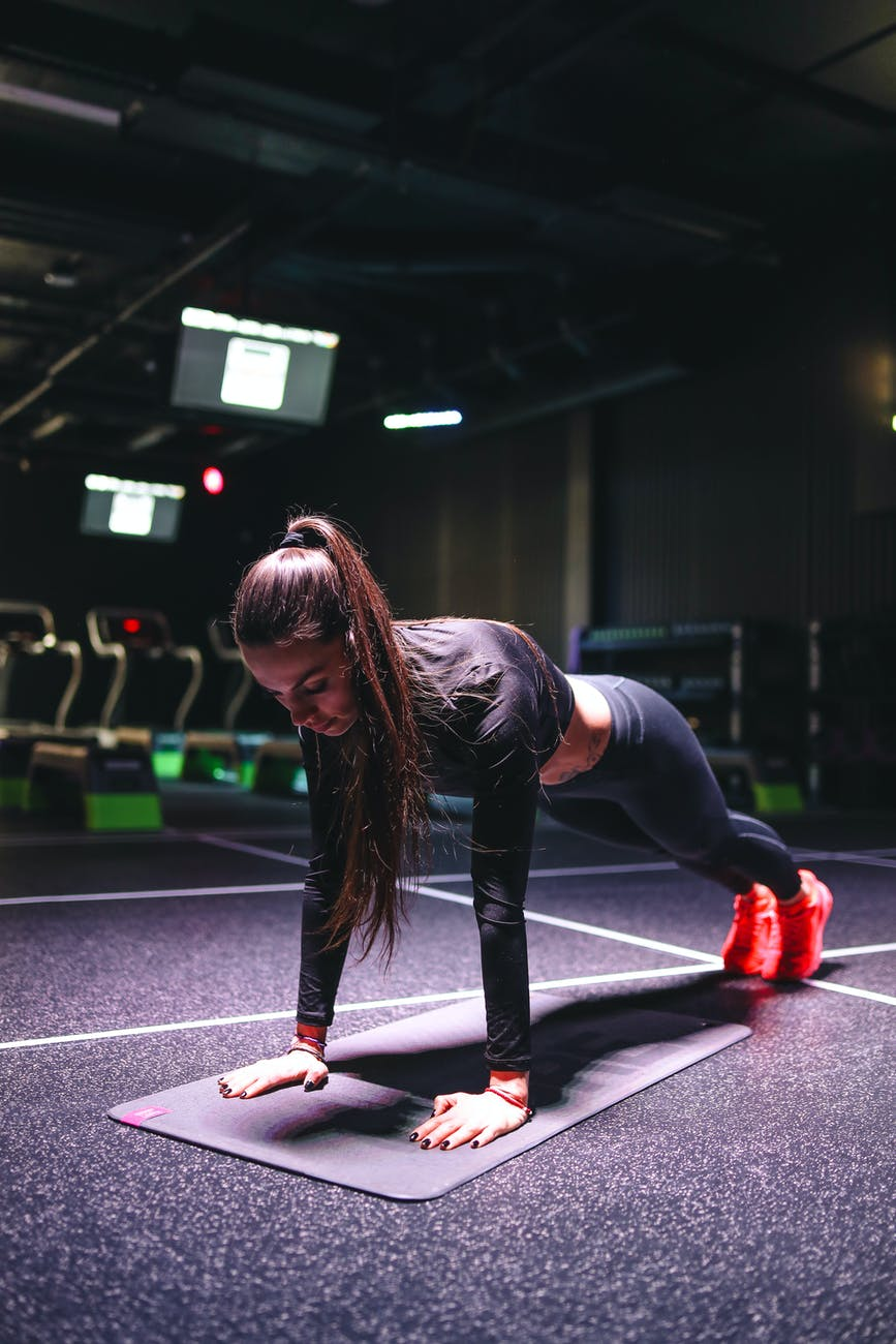 woman doing some push-ups